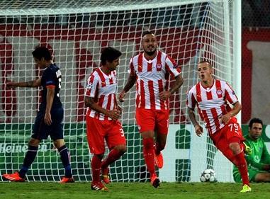 Joli but de Weiss contre le PSG en ligue des Champions.Un but à voir sans modération ,de la vitesse de la technique et du culot ça paye !!!