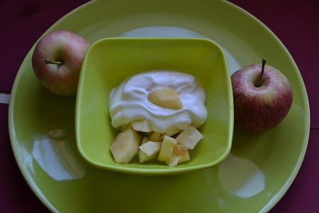 fromage blanc sur lit de pommes recettes faciles rapides au cookeo et autres robots ou sans. Black Bedroom Furniture Sets. Home Design Ideas