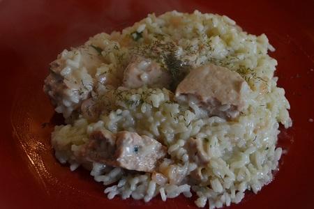 Risotto au saumon :une recette légère et simple. un plat complet qu'il suffira de complèter avec un fruit et un laitage ,pour atteindre l'équilibre