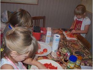 Faut-il mettre nos enfants au régime ? Une alimentation équilibrée suffirait-elle à éviter les kilos superflus de nos chères têtes blondes .